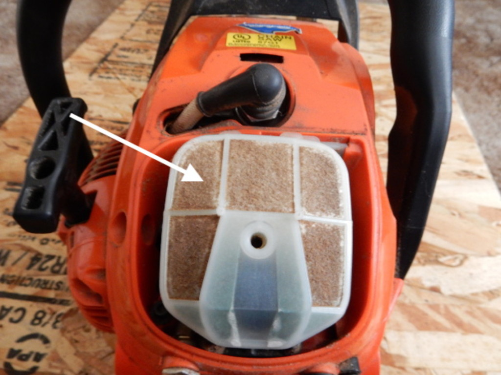 air filter on the chainsaw